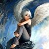 Ангел блондин с крыльями